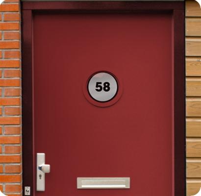 Rond huisnummer raam