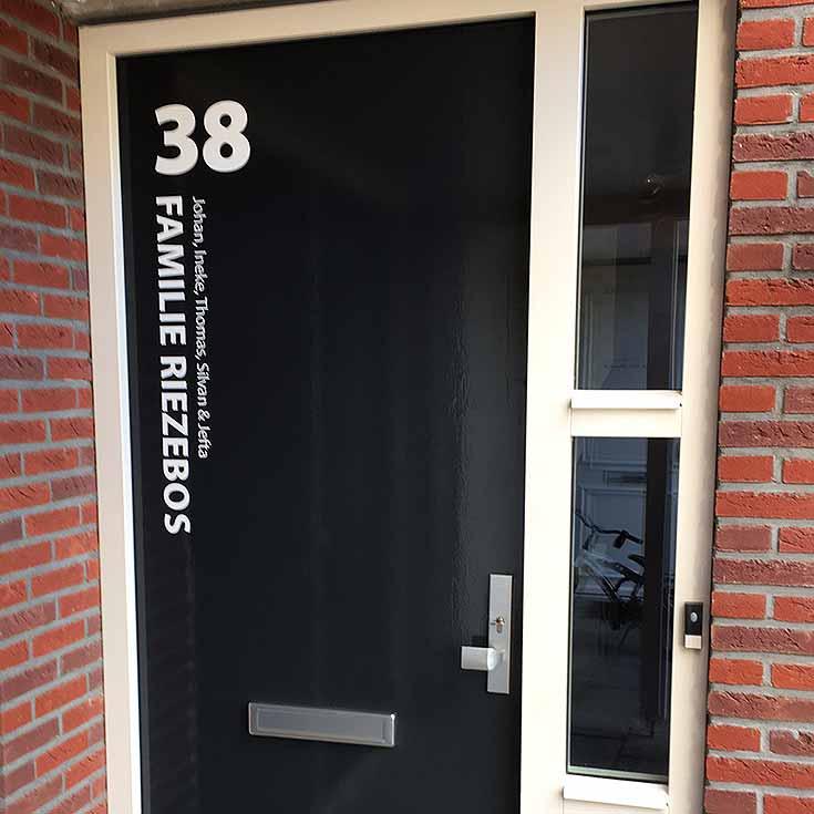 Voordeursticker-review-Rietveld-familie-Riezebos.jpg