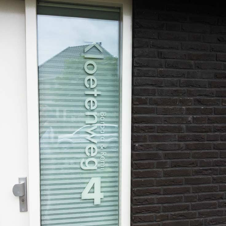 Voordeursticker-review-raamsticker-Kloetenweg.jpg